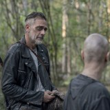 the-walking-dead-episode-1011-morning-star-promotional-photo-04.th.jpg