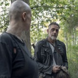 the-walking-dead-episode-1011-morning-star-promotional-photo-06.th.jpg
