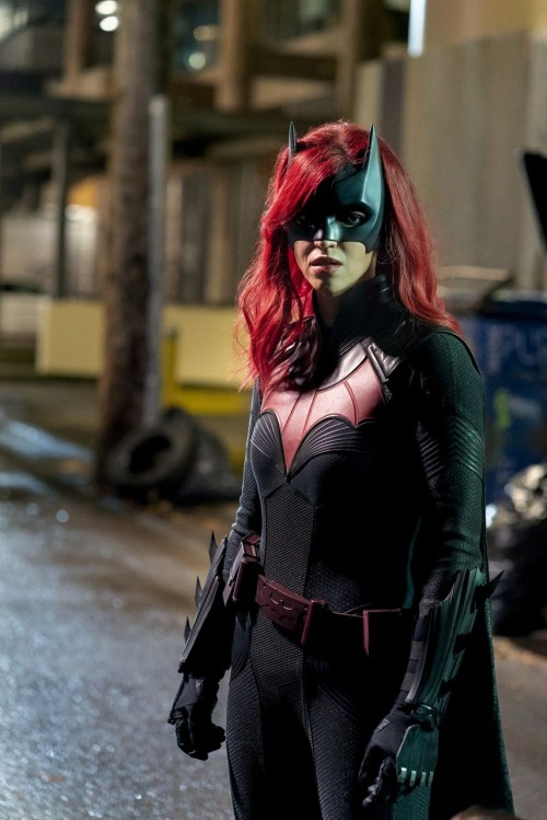 batwoman episode 116 through the lookingglass promotional photo 07