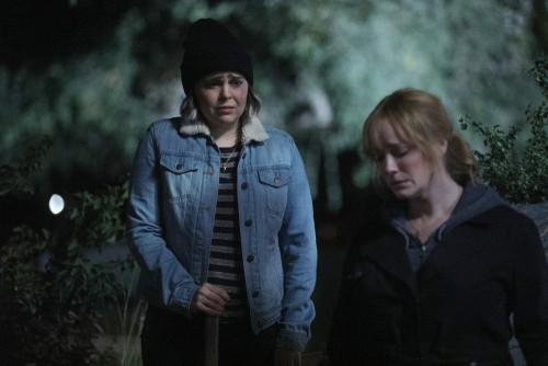 """GOOD GIRLS -- """"Fere Jacques"""" Episode 306 -- Pictured: (l-r) Mae Whitman as Annie Marks, Christin Hen"""