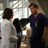 greys-anatomy-episode-1620-sing-it-again-promotional-photo-09.th.jpg