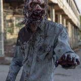the-walking-dead-episode-1014-look-at-the-flowersl-promotional-photo-05.th.jpg