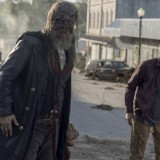the-walking-dead-episode-1014-look-at-the-flowersl-promotional-photo-06.th.jpg