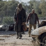 the-walking-dead-episode-1014-look-at-the-flowersl-promotional-photo-08.th.jpg