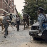 the-walking-dead-episode-1014-look-at-the-flowersl-promotional-photo-17.th.jpg