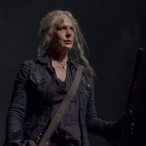 the-walking-dead-episode-1014-look-at-the-flowersl-promotional-photo-18.th.jpg