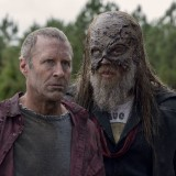 the-walking-dead-episode-1014-look-at-the-flowersl-promotional-photo-19.th.jpg