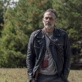 the-walking-dead-episode-1014-look-at-the-flowersl-promotional-photo-21.th.jpg