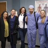 greys-anatomy-episode-1621-put-on-a-happy-face-promotional-photo-08.th.jpg