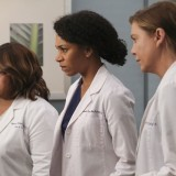 greys-anatomy-episode-1621-put-on-a-happy-face-promotional-photo-15.th.jpg