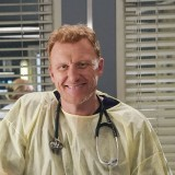 greys-anatomy-episode-1621-put-on-a-happy-face-promotional-photo-29.th.jpg