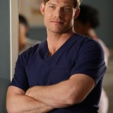 greys-anatomy-episode-1621-put-on-a-happy-face-promotional-photo-30.th.jpg