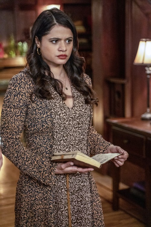 """Charmed -""""Search Party""""- -- Image Number: CMD217A_0286b -- Pictured: Melonie Diaz as Melanie Vera --"""