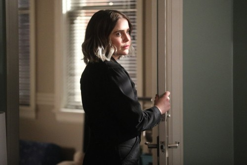 """GOOD GIRLS -- """"Incentive"""" Episode 309 -- Pictured: Mae Whitman as Annie Marks -- (Photo by: Jordin A"""