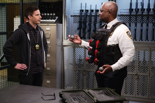"""BROOKLYN NINE-NINE -- """"Ransom"""" Episode 712 -- Pictured: (l-r) Andy Samberg as Jake Peralta, Andre Br"""