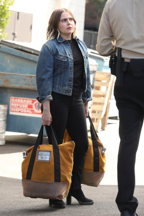 "GOOD GIRLS -- ""Synergy"" Episode 311 -- Pictured: Mae Whitman as Annie Marks -- (Photo by: Jordin Alt"