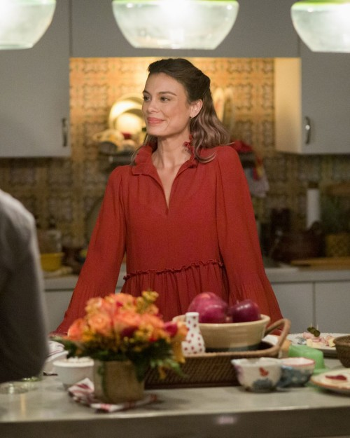 the-baker-and-the-beauty-episode-104-i-think-shes-coming-out-promotional-photo-12.jpg