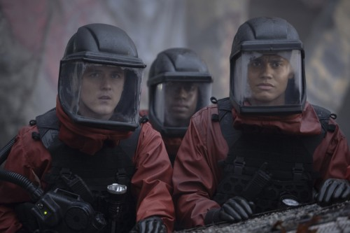 """The 100 -- """"Anaconda"""" -- Image Number: HU713d_0098r.jpg -- Pictured (L-R): Craig Arnold as Tristan a"""