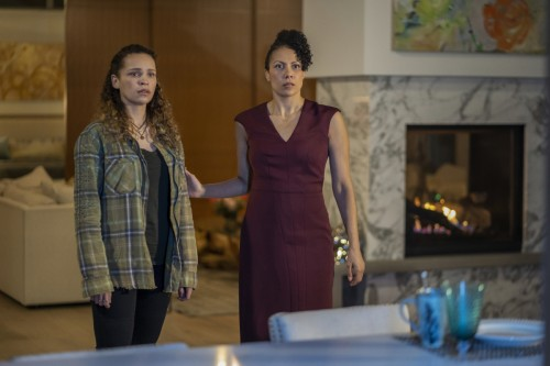 """The 100 -- """"Anaconda"""" -- Image Number: HU713e_0285r.jpg -- Pictured (L-R): Iola Evans as Callie and"""