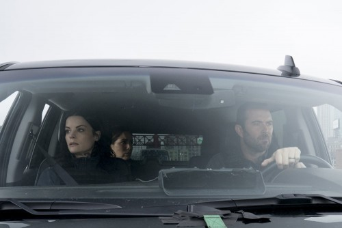 """BLINDSPOT -- """"Love You to Bits and Bytes"""" Episode 510 -- Pictured: (l-r) Jaimie Alexander as Jane Do"""