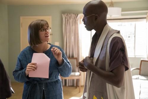 Mel Eslyn and Erinn Hayes behind the scenes of episode 5 of season 4 of Room 104