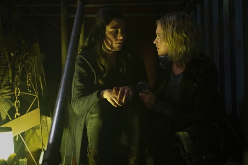 """The 100 -- """"Blood Giant"""" -- Image Number: HU711A_0405r.jpg -- Pictured (L-R): Lola Flanery as Madi a"""