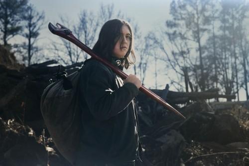 the-walking-dead-world-beyond-season-1-cast-promotional-photo-03.jpg
