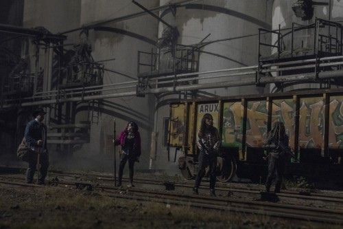 the-walking-dead-episode-1016-amc-promotional-photor-19.jpg