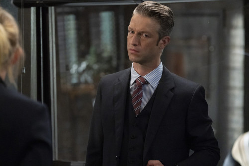 """LAW & ORDER: SPECIAL VICTIMS UNIT -- """"Remember Me In Quarantine"""" Episode 22001 -- Pictured: Peter Sc"""