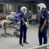 greys-anatomy-episode-1706-no-time-for-despair-winter-finale-promotional-photo-02.th.jpg