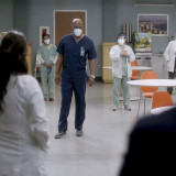 greys-anatomy-episode-1706-no-time-for-despair-winter-finale-promotional-photo-03.th.jpg
