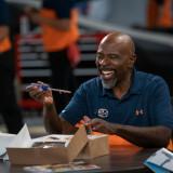 kevin-james-the-crew-season-1-episode-4-1.th.jpg