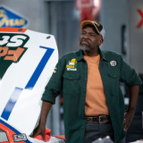 kevin-james-the-crew-season-1-episode-7-2.th.jpg