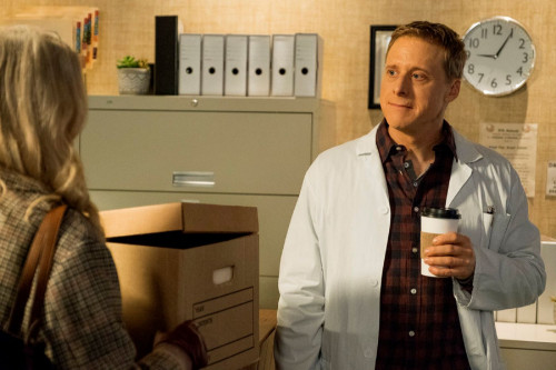 "RESIDENT ALIEN -- ""Love Language"" Episode 105 -- Pictured: Alan Tudyk as Harry Vanderspeigle -- (Pho"