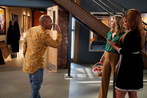 "KENAN -- ""4th Hour"" Episode 103 -- Pictured: (l-r) Chrs Redd as Gary, Taylor Louderman as Tami, Kimr"