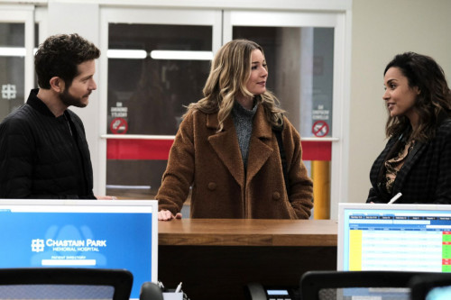 THE RESIDENT: L-R: Matt Czuchry, Emily VanCamp and Jessica Lucas in the First Days, Last Days episod