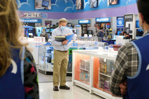 """SUPERSTORE -- """"Depositions"""" Episode 610 -- Pictured: Mark McKinney as Glenn -- (Photo by: Trae Patto"""