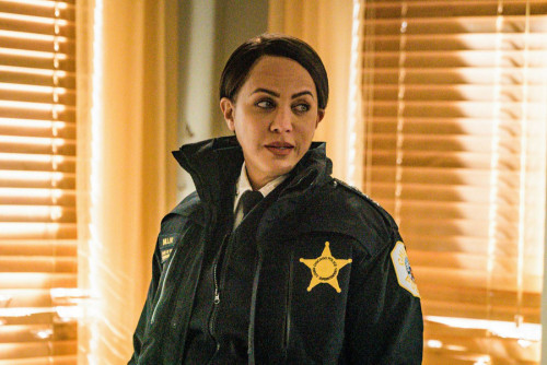 """CHICAGO P.D. -- """"Protect And Serve"""" Episode 808 -- Pictured: Nicole Ari Parker as Samantha Miller --"""