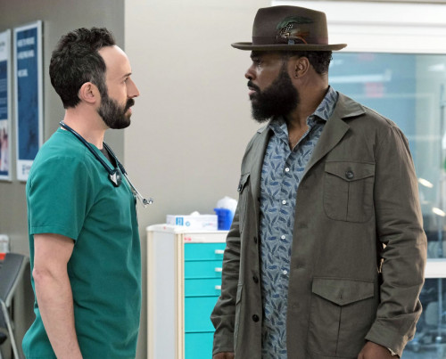 """THE RESIDENT: L-R: Guest star Tasso Feldman and Malcolm-Jamal Warner in the season finale """"Past Pres"""